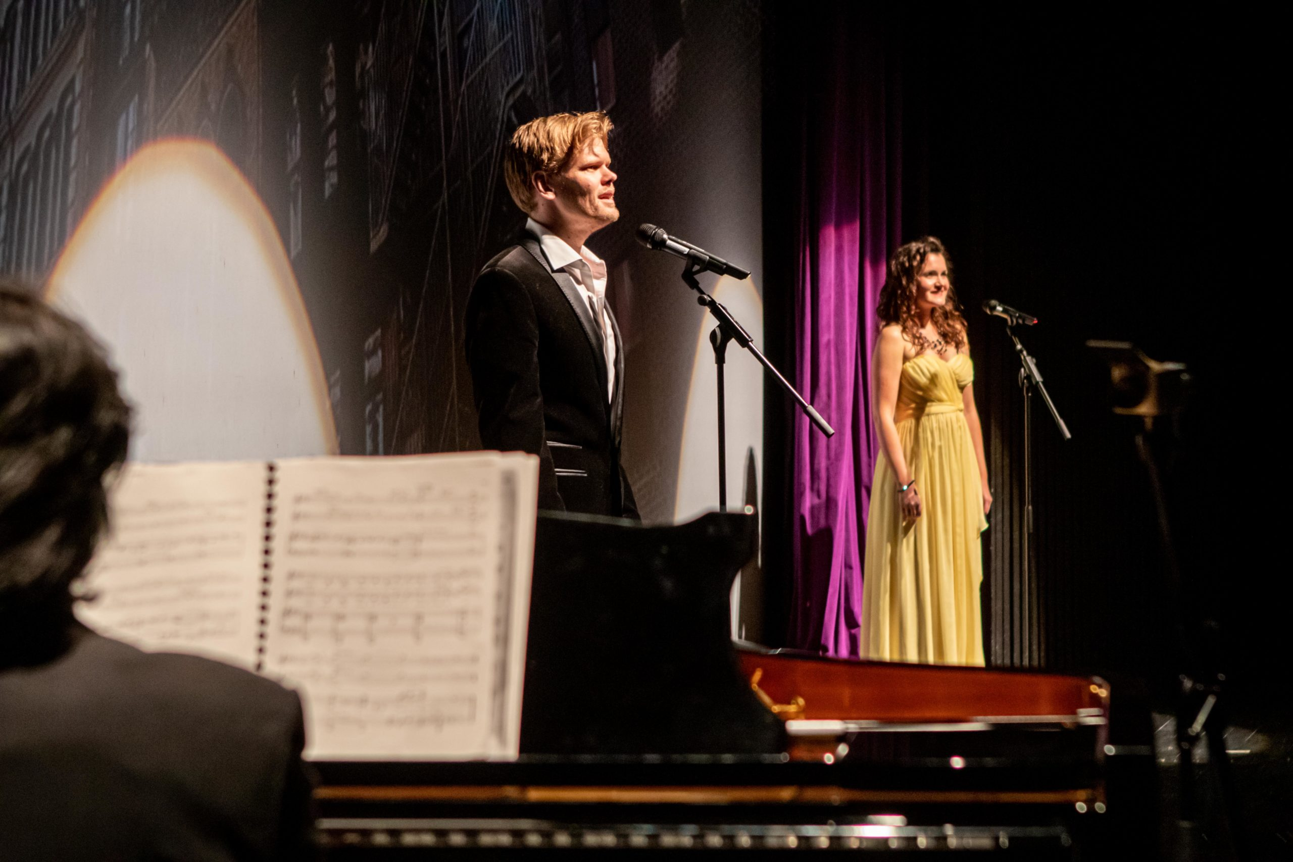 """Pascal Herington und Kathrin Filip singen """"Tonight"""" aus der Westsidestory, Foto: Oliver Berg"""